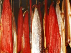 Производство  рыбы горячего и холодного копчения